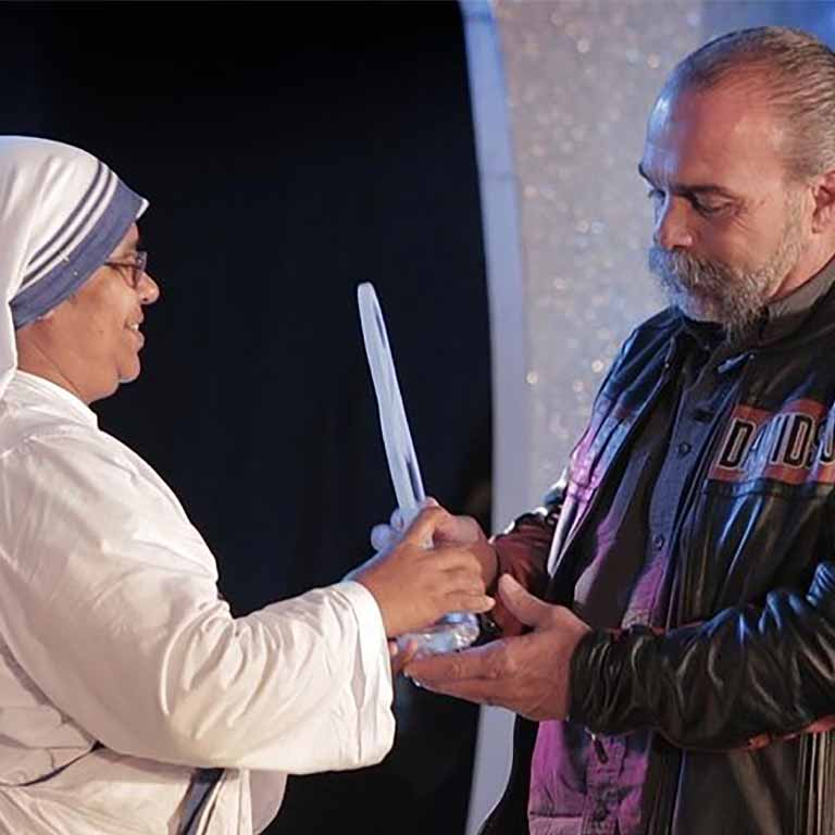 Ehrung von Sam Childers mit dem Mother Teresa International Award for Social Justice 2013